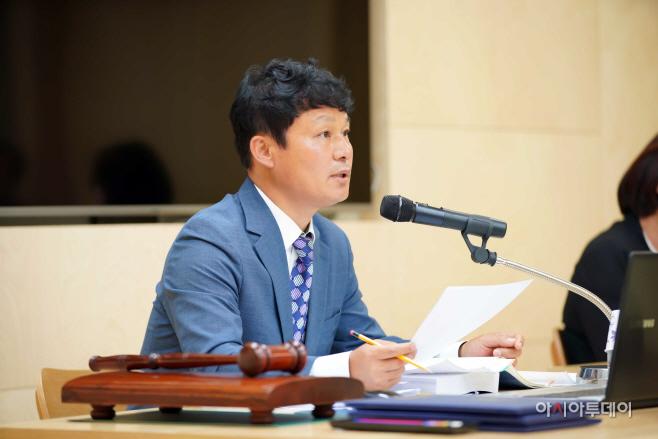 행정사무감사 중인 하남시의회 정병용 위원장