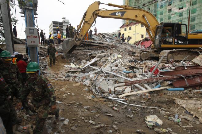 Cambodia Building Collapse <YONHAP NO-2773> (AP)
