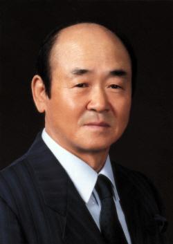 [첨부자료]윤덕병 한국야쿠르트 회장 사진
