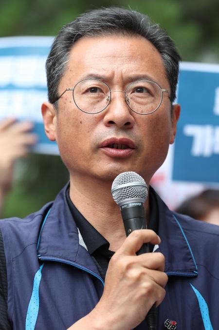 노동탄압 중단 촉구하는 김명환 위원장