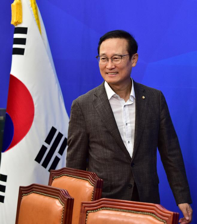 [포토] 미소 짓는 홍영표 신임 정개특위 위원장