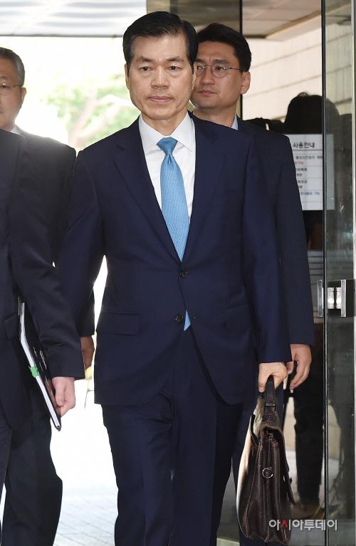 [포토] 법정으로 향하는 김태한 대표