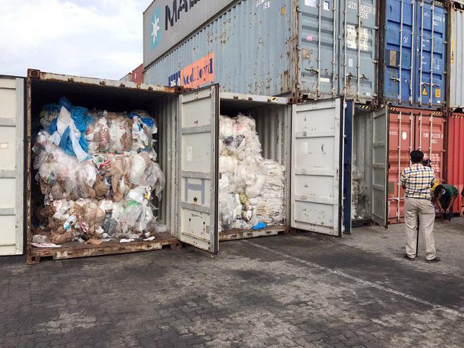 Cambodia Plastic Waste <YONHAP NO-4087> (AP)