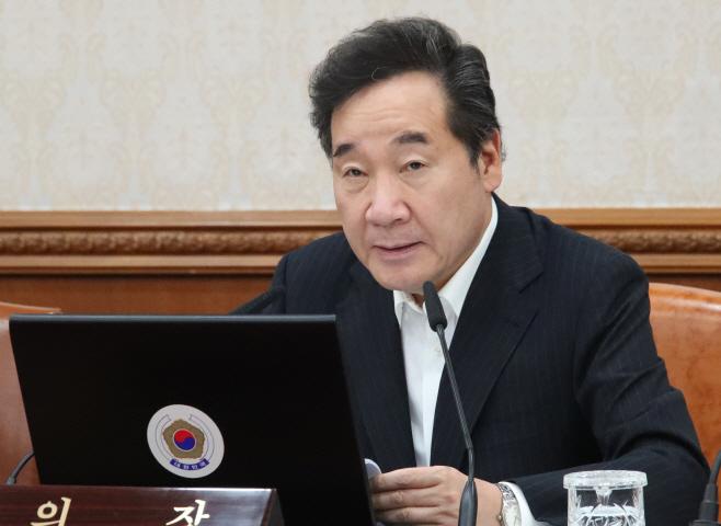 국무회의서 발언하는 이낙연 총리