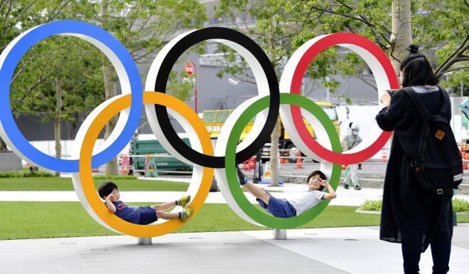 2020 도쿄올림픽 신국립경기장 인근 오륜 조형물