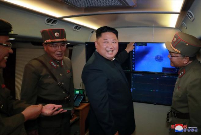 김정은, 신형 대구경조종방사포 시험사격 지도