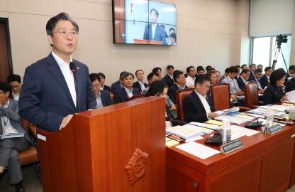 성윤모 장관, 일본 수출규제 관련 현안보고