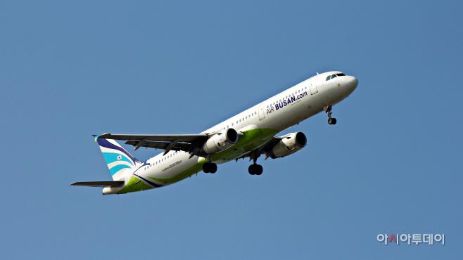 에어부산 AIRBUS 321-200 항공기 사진