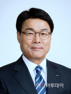 최정우 회장님 증명사진
