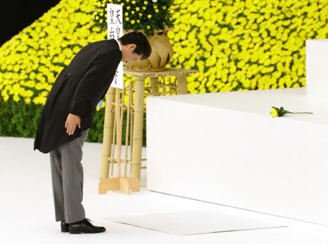 종전 기념식 참석한 아베 총리