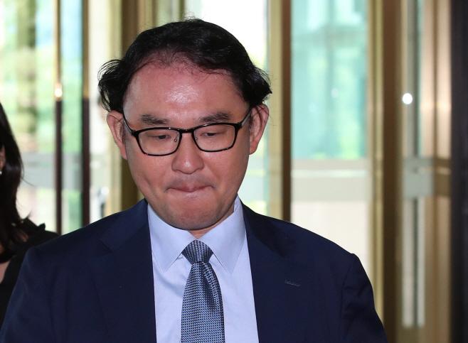 외교부 들어가는 주한일본대사관 경제공사