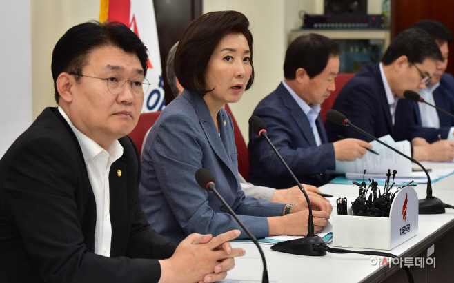 [포토] 조국 인사청문회 대책TF 1차회의 발언하는 나경원 원내대표