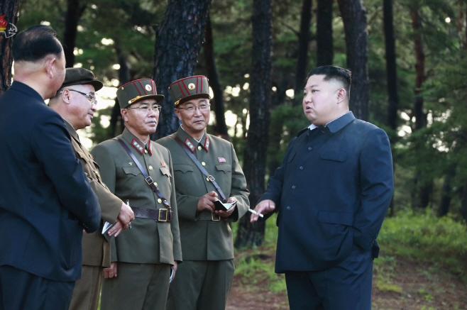 북한 김정은, 또 '새 무기' 시험사격 지도