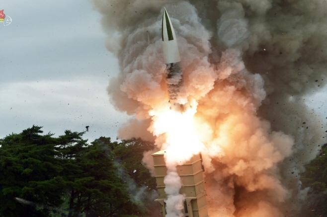 북한, 또 '새 무기' 시험사격…북한판 에이태킴