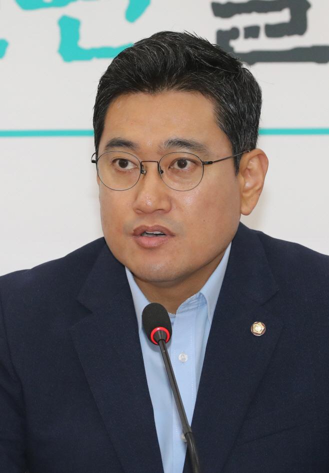 기자간담회하는 오신환 원내대표<YONHAP NO-2092>