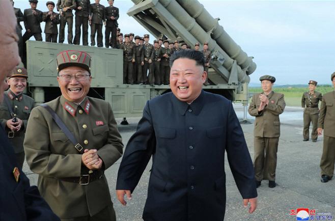 북한, 신형 '초대형 방사포' 시험발사