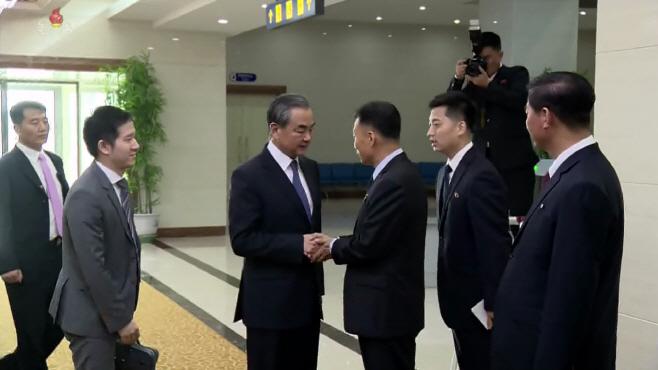 중국 왕이 외교부장 평양 도착