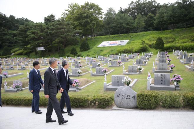 박삼득 보훈처장, 국립 4·19민주묘지 점검<YONHAP NO-4950>