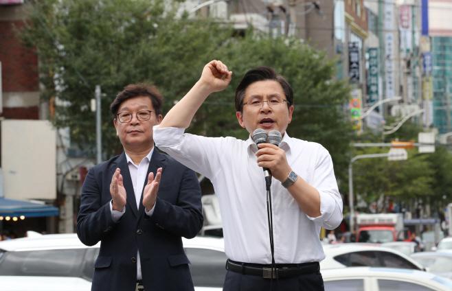 발언하는 자유한국당 황교안 대표<YONHAP NO-2735>