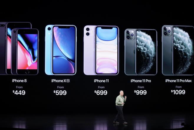 '아이폰 11' 라인업 설명하는 애플<YONHAP NO-0902 번역> (AP)