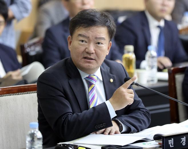 발언하는 민경욱 의원<YONHAP NO-2751>