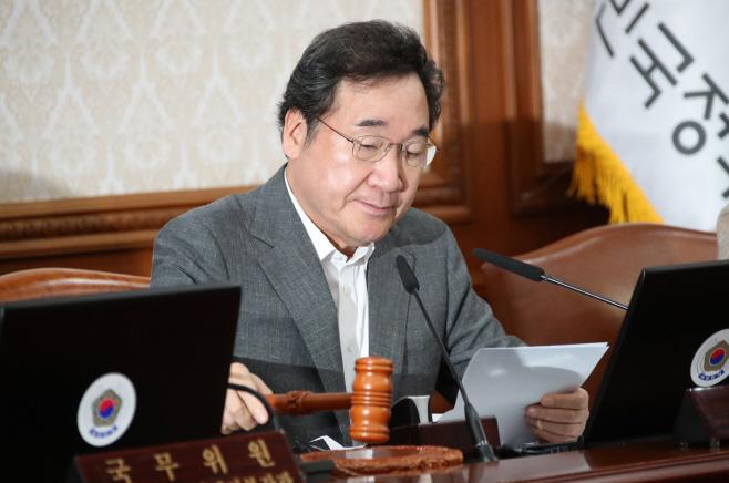 국무회의 개회하는 이낙연 총리