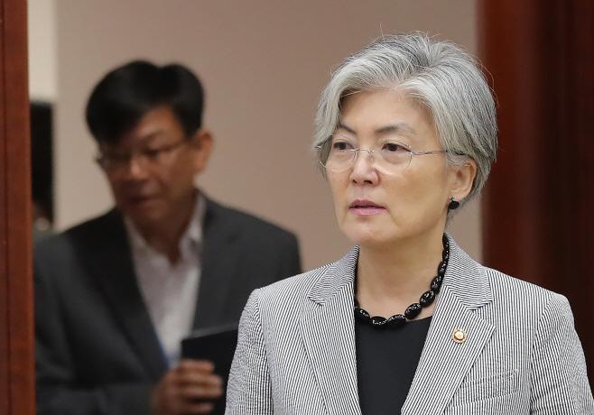 일본 수출규제대응회의 참석하는 강경화 장관