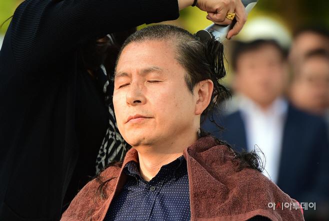 [포토] 황교안, '헌정유린 중단 삭발투쟁'