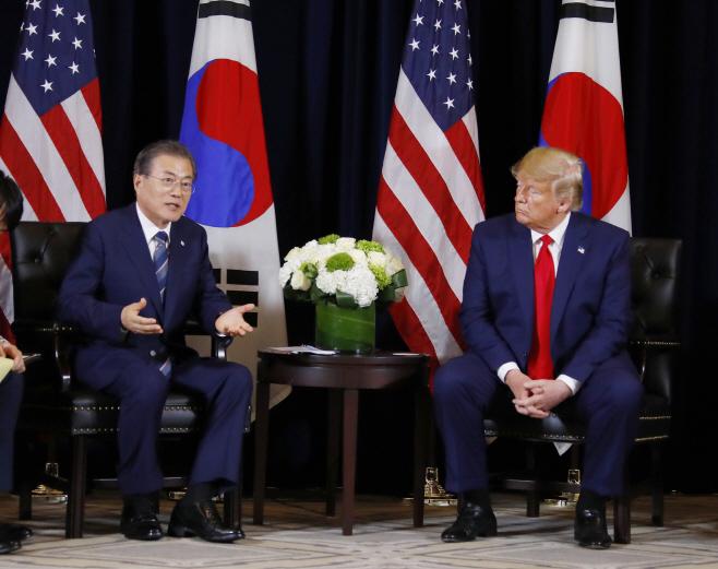 9번째 회담하는 문재인 대통령과 트럼프 대통령