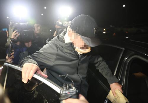 '웅동학원 비리 의혹' 조모씨 영장 기각