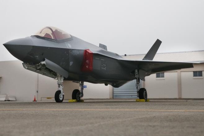 '위풍당당 F-35A'<YONHAP NO-4155>