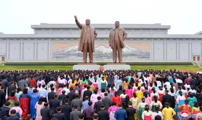 조선노동당 창건 74주년 맞이 헌화