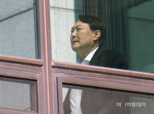 [포토]점심식사 위해 이동하는 윤석열 검찰총장