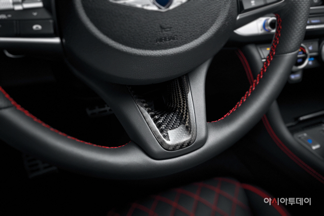 2020년형 G70 얼티밋 패키지 (스티어링 휠 이너 베젤)