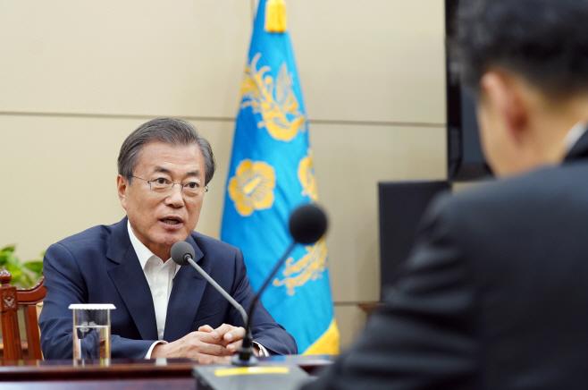 문 대통령, 법무부 차관과 검찰국장 면담