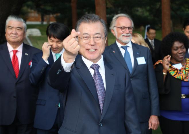 'K-하트' 만든 문 대통령