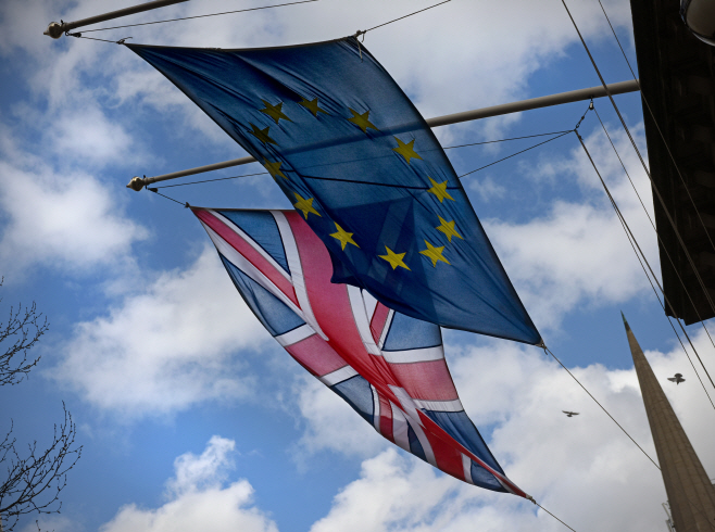 EU깃발과 영국 깃발