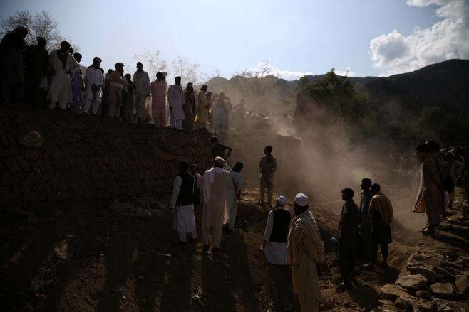 아프간 모스크 테러 사망자 최소 73