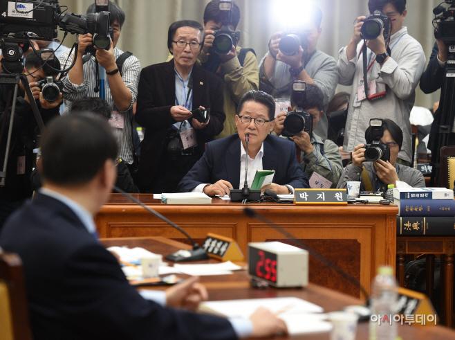 [포토]국감 질의하는 박지원 의원