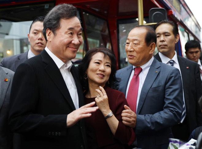 이낙연 총리, 도쿄 한인 상가 방문