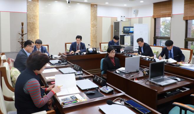 평택시의회, 통복천 수질개선 대책 특위 업무보고 청취