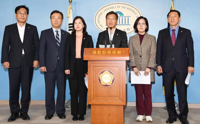 인적 쇄신과 보수통합 촉구하는 한국당 초선 의원들