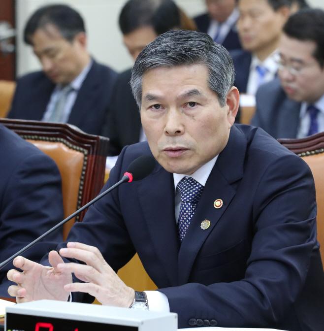 북한주민 질문에 답변하는 정경두 국방부 장관<YONHAP NO-4173>