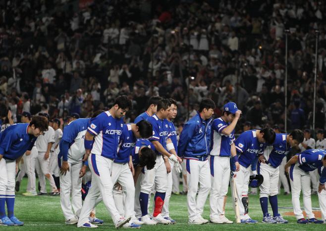 한국야구, 일본에 2점차 패배<YONHAP NO-3676>