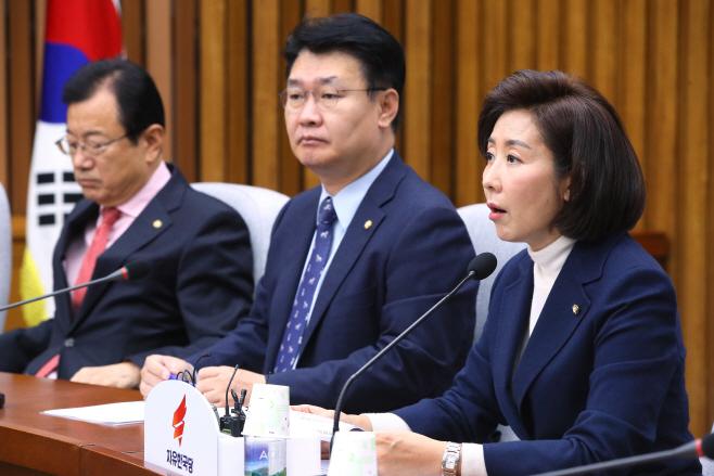 발언하는 나경원 한국당 원내대표