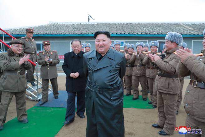 김정은, 초대형 방사포 시험사격 참관
