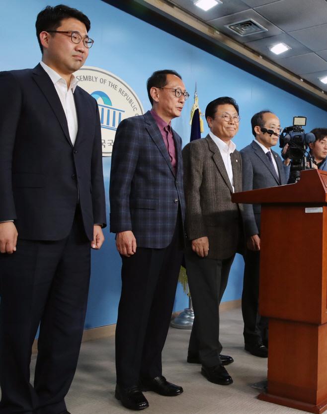 자유한국당 당직자 일괄 사퇴<YONHAP NO-3057>