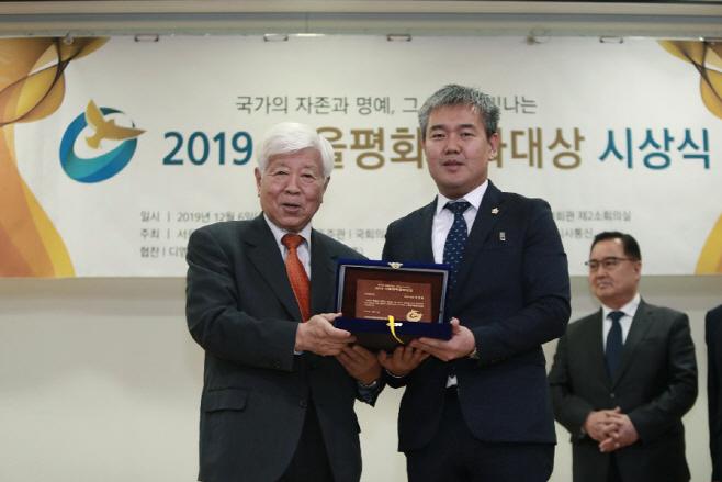 화성시의회 엄정룡 의원, 2019 서울평화문화대상 수상