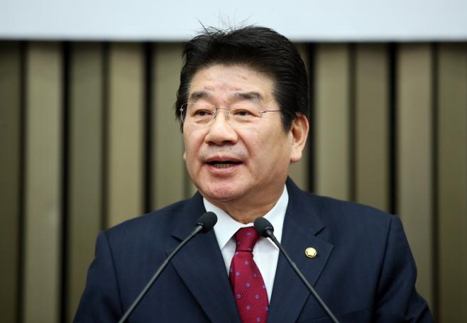 정견발표 하는 한국당 강석호 원내대표 후보