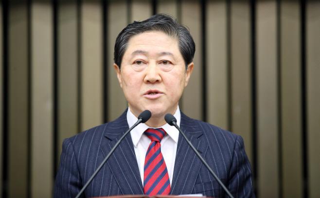 정견발표 하는 한국당 유기준 원내대표 후보